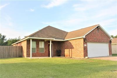 Single Family Home For Sale: 2203 Tracy Lane
