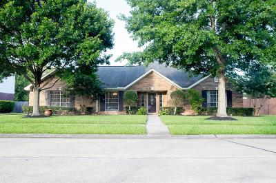 Friendswood Single Family Home For Sale: 501 Meadow Run Drive