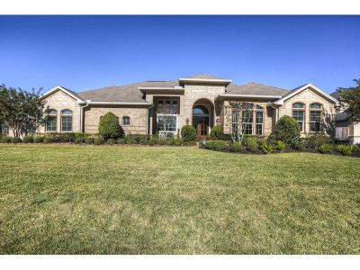 Single Family Home For Sale: 905 Mossy Oak Court