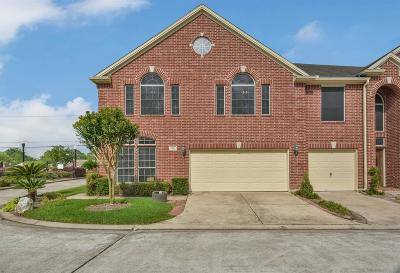 Friendswood Condo/Townhouse For Sale: 1408 S Friendswood Drive #106