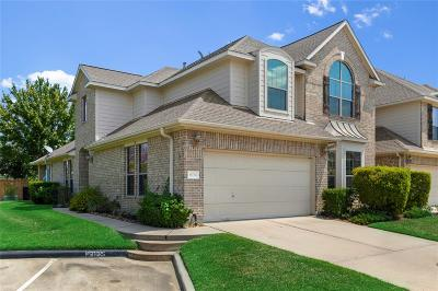 Spring Condo/Townhouse For Sale: 18734 Cypress Loch Drive