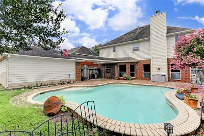 Pearland Single Family Home For Sale: 2705 S Maple Lane S