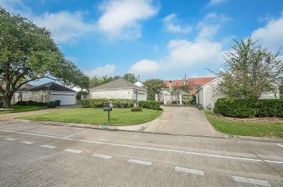 Sugar Land Single Family Home For Sale: 2911 Country Club Boulevard