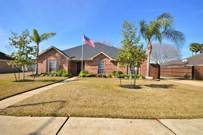 Friendswood Single Family Home For Sale: 2006 Plantation Drive