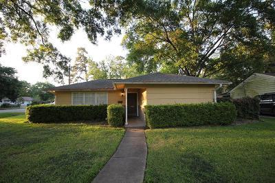 Oak Forest Single Family Home For Sale: 1922 Ebony Lane