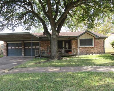 Pasadena Single Family Home For Sale: 2709 Raspberry Lane