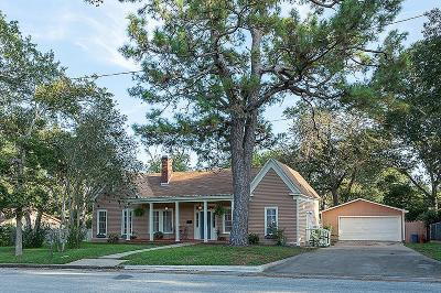 Single Family Home For Sale: 403 W Fifth Street