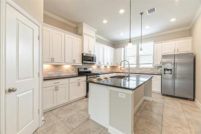 Houston Single Family Home For Sale: 8408 Oak Leaf Point Drive