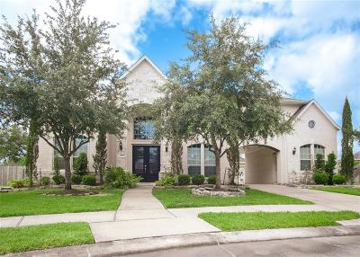 Pearland Single Family Home Option Pending: 2112 Stonehollow Court