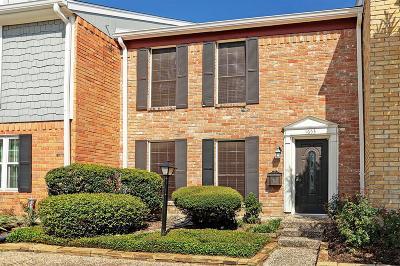 Houston Condo/Townhouse For Sale: 1653 W Sam Houston Parkway S