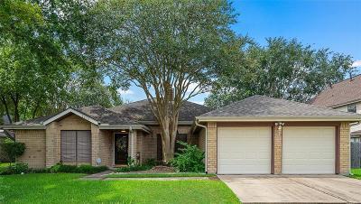 Pearland Single Family Home Pending: 2470 Covington Way