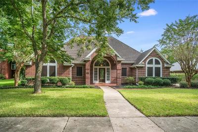 Friendswood Single Family Home For Sale: 107 W Castlewood Avenue