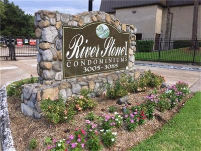 Houston Condo/Townhouse For Sale: 3035 N Walnut Bend Lane #35