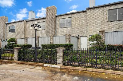 Houston Condo/Townhouse For Sale: 272 Wilcrest Drive #272