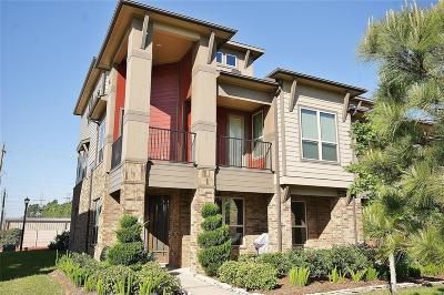 Webster Condo/Townhouse For Sale: 717 Via Lago