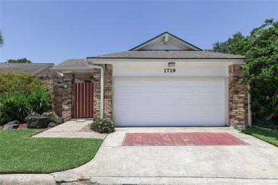 Single Family Home For Sale: 1719 Sullins Way