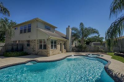 La Porte Single Family Home For Sale: 3817 Oakwilde Circle