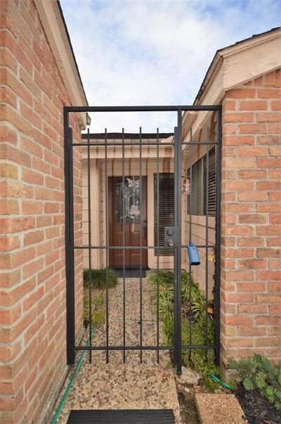Single Family Home For Sale: 16627 Neumann Drive