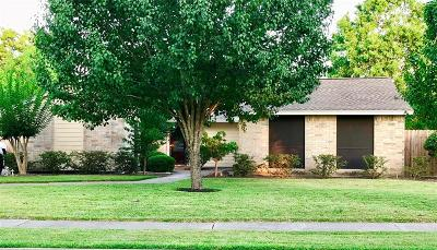 Friendswood Single Family Home For Sale: 1016 W Castlewood Avenue
