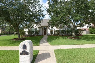 Friendswood Single Family Home For Sale: 836 Falcon Lake Drive