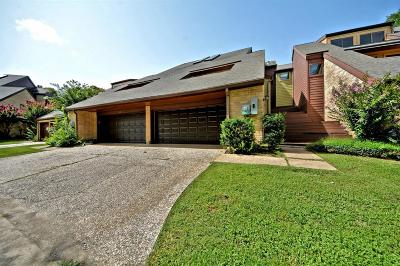 Friendswood Condo/Townhouse For Sale: 153 Moss Point Drive