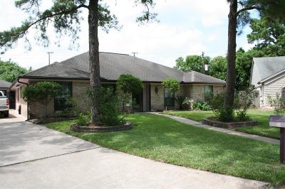 Houston Single Family Home For Sale: 9823 Kindletree Circle