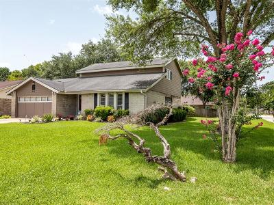 Friendswood Single Family Home For Sale: 403 Dogwood Circle