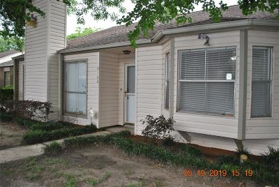 Houston Condo/Townhouse For Sale: 9166 Wilcrest Drive