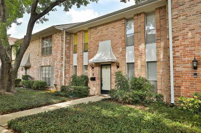 Houston Condo/Townhouse For Sale: 14117 Lost Meadow Lane