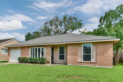 Single Family Home For Sale: 526 Castlelake Drive