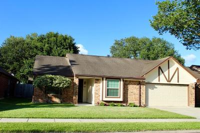 Friendswood Single Family Home For Sale: 15807 Heritage Falls Drive