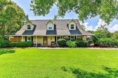 Baytown Single Family Home For Sale: 6734 Plantation Drive