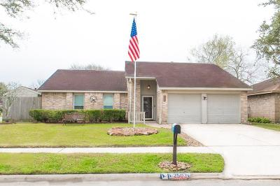 Friendswood Single Family Home For Sale: 2503 General Colony Drive