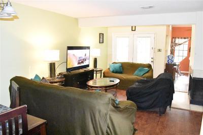 Houston Condo/Townhouse For Sale: 16800 Sugar Pine Drive #A7