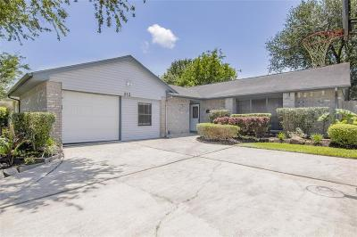 League City Single Family Home For Sale: 313 Meadow Wood Court