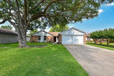 Missouri City Single Family Home Option Pending: 2003 Retriever Lane