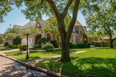 Sugar Land Single Family Home For Sale: 73 Ambleside Crescent Drive