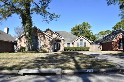 Houston Single Family Home For Sale: 715 Oak Harbor Drive