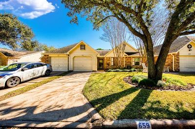 Pearland Condo/Townhouse For Sale: 659 E Country Grove Cir