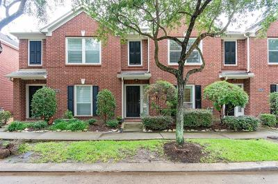 Houston Condo/Townhouse For Sale: 842 W Heights Hollow Lane