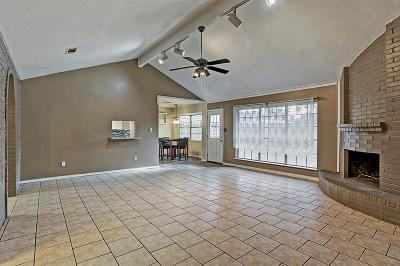 Friendswood Single Family Home For Sale: 5239 Whittier Oaks Drive