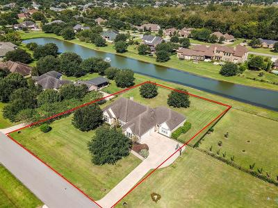 Richmond Single Family Home For Sale: 2418 Sandy Point Drive