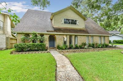 Friendswood Single Family Home For Sale: 128 Saint Cloud Drive