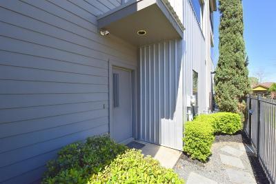 Heights Condo/Townhouse For Sale: 2211 Sandman Street