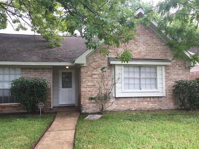 Houston Single Family Home For Sale: 7210 Ridge Oak Drive