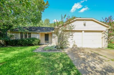 Friendswood Single Family Home For Sale: 16427 Hibiscus Lane