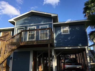 Tiki Island Single Family Home For Sale: 214 Sampan Drive