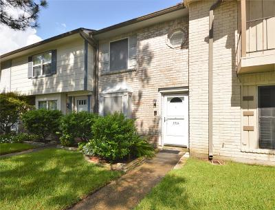 Friendswood Condo/Townhouse For Sale: 3934 Laura Leigh Drive