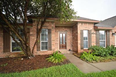 League City Single Family Home For Sale: 1054 Gladstone Drive