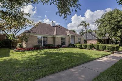 Pearland Single Family Home For Sale: 2320 Country Club Drive